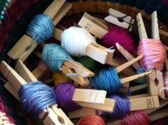 embroidery thread on clothes pins to keep it from tangling Cross Stitch Floss, Paper Clip, Embroidery Thread, So Little Time, Cross Stitching, Fabric Crafts, Organizing, Organization Ideas, Sewing Projects