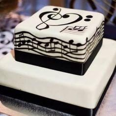 I love this cake. Treble and Bass Clef Notes wedding cake Pretty Cakes, Cute Cakes, Beautiful Cakes, Amazing Cakes, Beautiful Boys, Music Themed Cakes, Music Cakes, Fondant Cakes, Cupcake Cakes