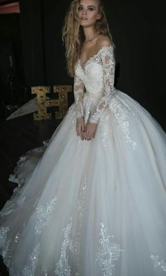 Princess Ball Gown Wedding Dresses for a Fairytale Wedding Wedding Gown princess wedding gowns Evening Dresses For Weddings, Dream Wedding Dresses, Bridal Dresses, Wedding Gowns, Lace Weddings, Vegas Weddings, Wedding Dresses Detachable Skirt, Convertible Wedding Dresses, Disney Weddings