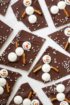 Snowman Chocolate Bark - 18 Endearing Christmas Treats That Will Help You Have a. - Snowman Chocolate Bark – 18 Endearing Christmas Treats That Will Help You Have a Perfect Celebration Christmas Snacks, Xmas Food, Christmas Cooking, Christmas Goodies, Holiday Treats, Christmas Holidays, Christmas Bark, Holiday Parties, Parties Food