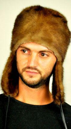 Cappello in pelliccia di visone da uomo con paraorecchie,  www.amifur.it