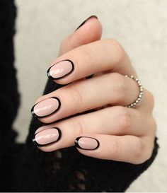 ♥️ Pinterest: DEBORAHPRAHA ♥️ Black and nude nail art. I've never seen nails done like this one, very unique nail polish style