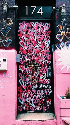 Street art wallpaper life new Ideas Her Wallpaper, Iphone Wallpaper, Photo Wall Collage, Picture Wall, Collage Collage, Collage Background, Gouts Et Couleurs, Tableau Pop Art, Pink Walls