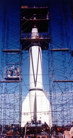"V-2 / Bumper 8 rocket activities at Cape Canaveral (Stock shots), 1950 VIDEO: www.youtube.com/watch?v=XcCfcKhXv4w Wernher von Braun talks about V-2 rocket: "" Hitler's Secret Weapon "", NOVA documentary (1977) VIDEO: www.youtube.com/watch?v=gSlGxlAusSE&list=PL-HsE-FedVR... V-2 rocket launch test development, Wernher von Braun at Peenemunde ( 1942 ) VIDEO: www.youtube.com/watch?v=esDnuIVHssU&list=PL-HsE-FedVR... Wernher von ..."