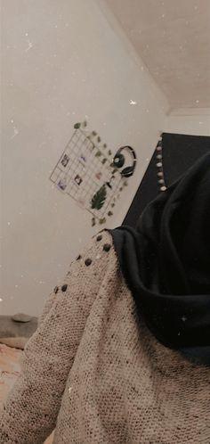 Casual Hijab Outfit, Ootd Hijab, Hijab Chic, Hijabi Girl, Girl Hijab, Korea Fashion, Hijab Fashion, Girl Photo Poses, Girl Photos