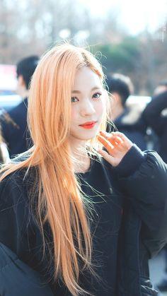 CLOVER HEART (@9clover_) | Twitter Kpop Girl Groups, Korean Girl Groups, Kpop Girls, K Pop, My Girl, Cool Girl, Hair Color And Cut, Girl Bands, Beautiful Asian Women