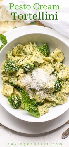 Basil Pesto Cream with Tortellini and broccoli - basil pesto and salty Parmesan cheese tossed with tortellini for a delicious meal in under 30 minutes! Basil Pesto Cream with Tortellini zuna Food B Pesto Tortellini, Cheese Tortellini Recipes, Chicken Tortellini, Easy Pasta Recipes, Basil Pesto Pasta, Pasta With Basil, Pesto Pasta Chicken, Pesto Spinach, Recipes
