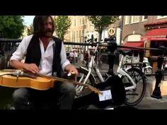 Уличный музыкант режет блюз на слайд-гитаре! - YouTube