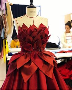 Image may contain: 1 person Style Couture, Couture Outfits, Couture Fashion, Elegant Dresses, Pretty Dresses, Ropa Color Pastel, Mode Outfits, Fashion Outfits, Fashion Fashion