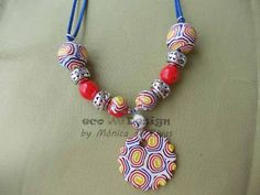 collar con beads multicolores