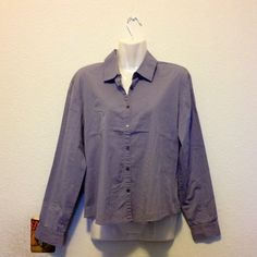 >>SALE<<. Banana Republic Shirt Gray. Size M. Banana Republic Stretch. Banana Republic Tops Button Down Shirts
