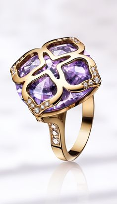Every detail of the IMPERIALE collection expresses delicacy and femininity.