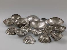 Coupes en argent du trésor du temple de Tôd. Égypte. XIIe dynastie. Musée du Louvre.