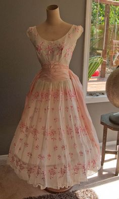 Vintage White Tea Length Wedding Dress Hand Embroidered Bombshell Full Skirt Bug Wings Gown Would love to find this dress, maybe a pattern for it :) Tea Length Wedding Dress, Tea Length Dresses, 50s Dresses, Pretty Dresses, Vintage Dresses, Beautiful Dresses, Vintage Outfits, 1950s Fashion, Vintage Fashion