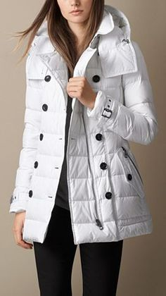 Burberry Brit Down-Filled Coat with Detachable Hood 31 Gorgeous Fashion Trends That Will Inspire You This Fall – Burberry Brit Down-Filled Coat with Detachable Hood Source Coats For Women, Jackets For Women, Clothes For Women, Fall Winter Outfits, Autumn Winter Fashion, Trent Coat, Super Moda, Mode Hijab, Quilted Jacket
