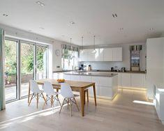 16 Staggering Scandinavian Kitchen Designs For Your Modern House is a new interior design collection with many modern kitchen designs. Ikea Interior, Kitchen Interior, New Kitchen, Kitchen Decor, Kitchen Modern, Interior Design, Kitchen White, Rustic Kitchen, Kitchen Hacks
