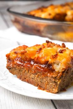 Cheesy Tater Tot Meatloaf Casserole is an easy ground beef dinner recipe with a meatloaf base, topped with a ketchup and bbq sauce glaze, tater tots, shredded cheese and crumbled bacon. Meatloaf With Oatmeal, Meatloaf With Gravy, Ketchup, Beef Casserole Recipes, Meatloaf Recipes, Bacon Recipes, Hamburger Recipes, Hamburger Dishes, Vegetarian Casserole