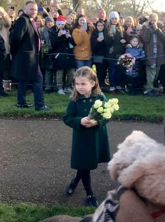 Today, Prince George and Princess Charlotte made the most awaited debut. The Cambridge kids joined the Duke and Duchess of Cambridge at Christmas service Prince William Family, Prince William And Catherine, Lady Diana, Kate Middleton, Queen Kate, Queen Elizabeth, Prinz William, Prince George Alexander Louis, Elisabeth Ii