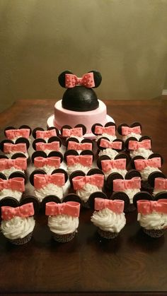 Minnie mouse themed cupcakes! So cute!! Deb's