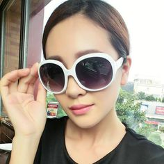 Cheap shadow glasses, Buy Quality brand glasses directly from China designer glasses Suppliers: 2017 Brand designer Women Sunglasses Vintage Shaded Lens Thin Shadow Glasses Girl With Sunglasses, Summer Sunglasses, Oakley Sunglasses, Cat Eye Sunglasses, Sunglasses Women, Colorful Fashion, Retro Fashion, Discount Sunglasses, Glasses Brands
