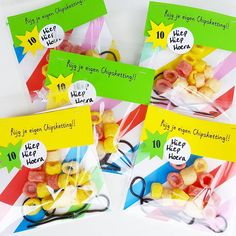 Confetti & Balloons Cute fun party treat favor Make your own chips necklace (chips and liquorice lace) Birthday Treats, Party Treats, Boy Birthday, Birthday Parties, Diy For Kids, Gifts For Kids, Kid Party Favors, Happy Kids, Little Gifts