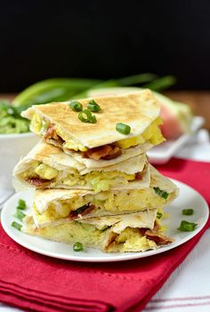 Breakfast Quesadillas pack all the best of breakfast into a hot and crispy tortilla in just 20 minutes! This delicious breakfast recipe couldn't be easier. Mexican Breakfast Recipes, Delicious Breakfast Recipes, What's For Breakfast, Breakfast Dishes, Brunch Recipes, Yummy Food, Mexican Dishes, Yummy Yummy, Fall Recipes