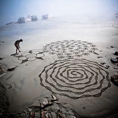 Beach_art_Sarah_2012    Beach Art. Sur la plage de Trestraou a Perros Guirec