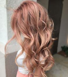 Le blond rosé est parfait pour l'été