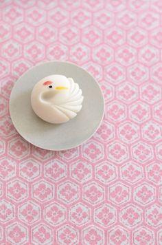 Japanese Wagashi, Japanese Sweets, Chinese Artwork, Horse Cake, Fashion Cakes, Moon Cake, Paper Clay, Sweet Tea, Pink Love