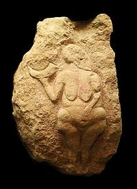 Venus of Laussel − BCE): Discovered in 1911 by physician J. The figure is found in a rock shelter, carved onto a piece of fallen limestone.The first forms of Art made were the Venus Figurines of the Prehistoric Upper Paleolithic Period. Ancient History, Art History, History Pics, Potnia Theron, Paleolithic Art, Paleolithic Period, Art Pariétal, Art Rupestre, Ancient Goddesses