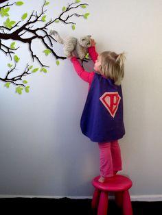 Super Hero Cape Pattern & Tutorial - sized for 18m-3T, + 4T+ Additional superhero applique designs (great idea, lol) - http://pukingpastilles.com/?p=213