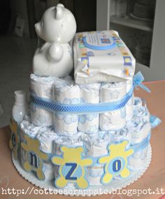 idea for diaper cake Baby Shower Diapers, Baby Shower Cakes, Baby Boy Shower, Baby Shower Gifts, Baby Gifts, Baby Nappy Cakes, Diaper Cake Boy, Dipper Cakes, Diaper Cake Centerpieces