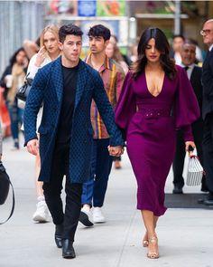 Priyanka Chopra And Nick Jonas Enjoy Double Date With Newly Weds Sophie Turner and Joe Jonas - HungryBoo Nick Jonas Photoshoot, Classy Outfits, Cute Outfits, Priyanka Chopra Hot, Deepika Padukone Style, Mode Ootd, Looks Chic, Girl Photo Poses, Dress Me Up