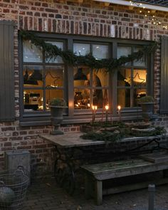 Sobere kerst decoratie | Rustic Christmas | Showroom Styling & Living | www.stylingandlivingshop.nl