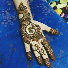 Floral Henna Designs, Finger Henna Designs, Mehndi Designs Book, Mehndi Design Pictures, Unique Mehndi Designs, Beautiful Mehndi Design, Mehndi Patterns, Latest Mehndi Designs, Henna Tattoo Designs
