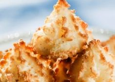 HCG Diet: Amaretto Macaroons : although I DONT do the hcg thing.these look good for a low carb/cal sweet! Hcg Diet Recipes, Diabetic Recipes, Low Carb Recipes, Cooking Recipes, Flour Recipes, Healthy Recipes, Low Carb Desserts, Healthy Desserts, Just Desserts