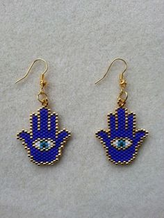 The fertility hand of Hazrat Fatima is my earrings Seed Bead Jewelry, Seed Bead Earrings, Beaded Earrings, Bead Loom Patterns, Beading Patterns, Loom Beading, Beaded Anklets, Earring Tutorial, Beaded Animals