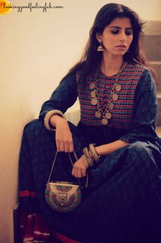 Delhi Street style Indian Attire, Indian Ethnic Wear, Indian Dresses, Indian Outfits, Indian Fashion Bloggers, Black Kurti, Travel Dress, Street Style Summer, Boho Look