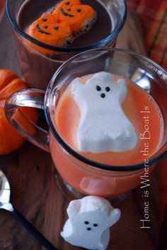 Orange Hot Chocolate recipe - Peeps for marshmallows - that rocks! (idk about the orange hot chocolate, but I LOVE the peep marshmallows! Happy Halloween, Halloween Peeps, Halloween Drinks, Halloween Goodies, Holidays Halloween, Halloween Treats, Halloween Stuff, Spooky Treats, Dragon Halloween