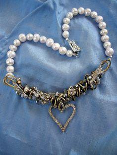 Rhinestone Heart Encrusted Choker by Diana Frey. Heart Jewelry, Wire Jewelry, Jewelry Crafts, Jewelry Art, Jewelery, Vintage Jewelry, Jewelry Accessories, Jewelry Design, Mixed Media Jewelry