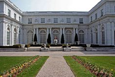 Rosecliff Mansion featured in The Great Gatsby, 1974