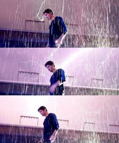 THIS JUST IN ZAYN MALIK GETS STRUCK BY LIGHTNING AND TURNS INTO SUPER HERO WITH LIGHTNING POWERS