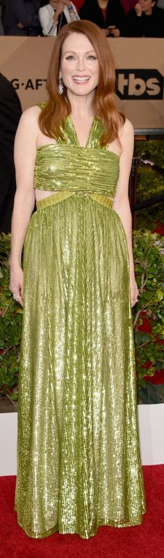 Who made  Julianne Moore's green gown and jewelry?