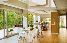 Proyecto  Esta cocina es obra del arquitecto Francisco Oliva y de la interiorista Susana García. Muebles de Carpintería Ramos.
