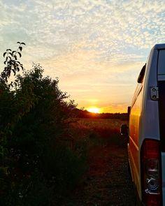 Jetzt neu! EssGenuss im eigenen Camper auf dem schönen Gut Edermann Parkplatz. Camper, Country Roads, Celestial, Sunset, Outdoor, Parking Space, Rv, Essen, Outdoors