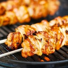 Grilled teriyaki chicken skewers with an easy-peasy marinade. Looks super tasty Tasty Teriyaki Chicken, Teriyaki Chicken Skewers, Chicken Kebab, Teriyaki Sauce, Grilled Chicken, Chicken Bacon, Healthy Chicken, Soy Sauce, I Love Food