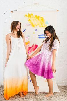 Spring in den Frühling mit diesem DIY Dip Dye Ombré Dress Dip Dye Fabric, How To Dye Fabric, Diy Ombre, Vestido Tie Dye, Dip Dye Shirt, Dip Dye Dresses, Diy Sac, Diy Vetement, Do It Yourself Fashion