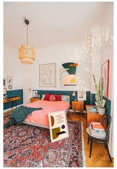 Room Ideas Bedroom, Home Bedroom, Eclectic Bedroom Decor, Bright Bedroom Ideas, Cozy Eclectic Living Room, Eclectic Furniture, Bright Colored Bedrooms, Midcentury Bedroom Decor, Bed Room