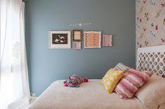 Decoração de: Quarto de criança; parede azul; Casa de Valentina