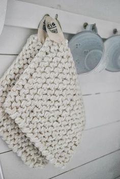 knit potholders. Easy and fast gifts to make :)
